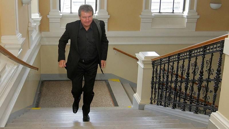 Jiří Kubíček u olomouckého okresního soudu v kauze korupční aféry Sigmy v roce 2011