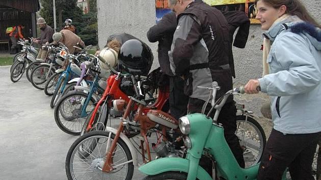 Setkání mopedů v Ludéřově u Drahanovic