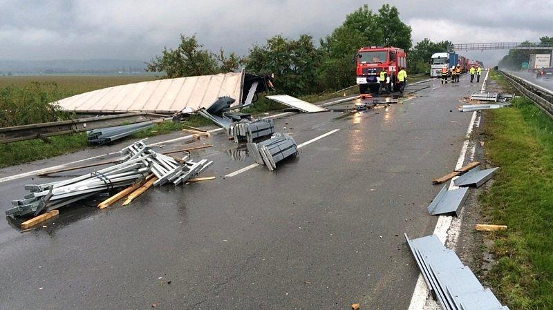 Nehoda polského kamionu na R35 u Mohelnice