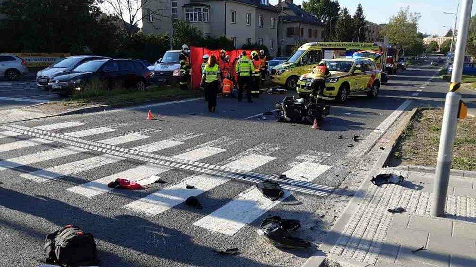 Tragická srážka osobního auta s motorkou v Pražské ulici v Olomouci - 2. 6. 2021
