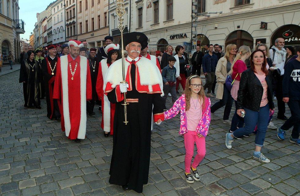 Průvod ke cti sv. Pavlíny, patronky Olomouce. Svátky města 2019