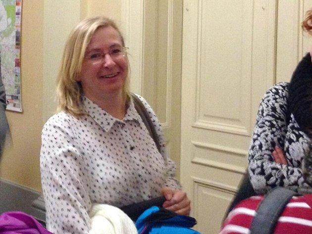 Propuštěná učitelka tršické základní školy Vanda Fabianová u Okresního soudu v Olomouci