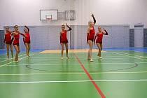 Vystoupení malých gymnastek v nové sportovní hale ve Velkém Týnci