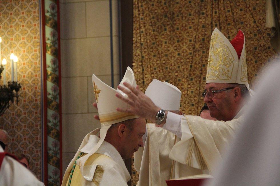 V Olomouci byli vysvěceni noví pomocní biskupové Antonín Basler a Josef Nuzík