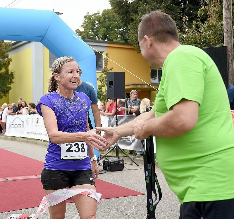 1. ročník běžeckého závodu Dubanský desítka se vydařil. Zúčastnily se stovky běžců v rozličných kategoriích. Petra Kamínková