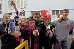 Rakouští fans před Androvým stadionem v Olomouci