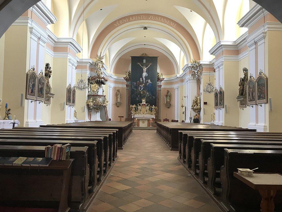Obec přispívá na kostel sv. Vavřince. Vloni pomohla opravit dveře, letos zvon.