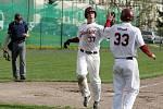 Olomoučtí baseballisté (v bílém)