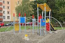 Stavba nového dětského hřiště v Mišákově ulici v Olomouci, 24. září 2020