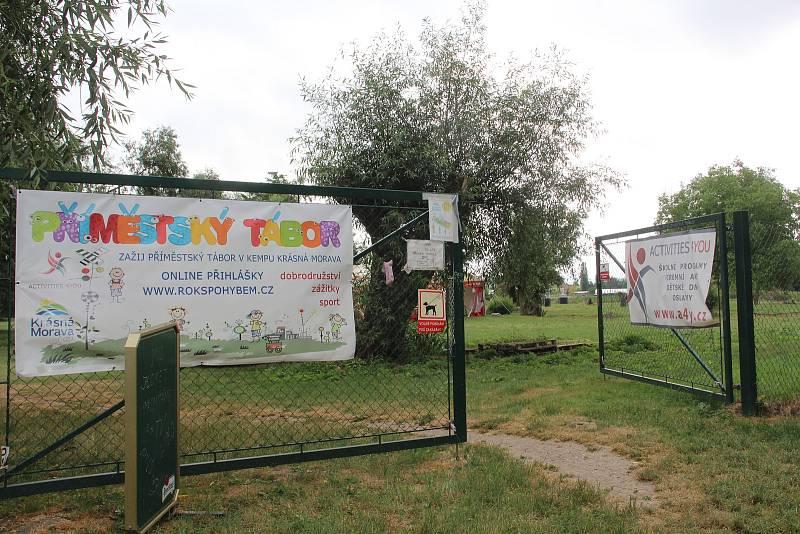 V kempu o prázdninách probíhají příměstské tábory.
