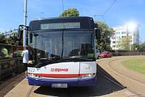 Výlukový autobus na konečné v Neředíně
