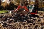 V okolí památníku osvobození Rudou armádou v Olomouci probíhají stavební práce. Prostranství před památkou se dočká důstojnější podoby.