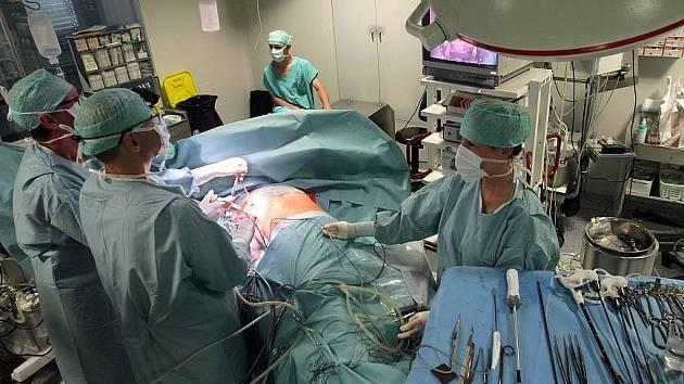 Operace srdce unikátní šetrnou metodou v olomoucké fakultním nemocnici