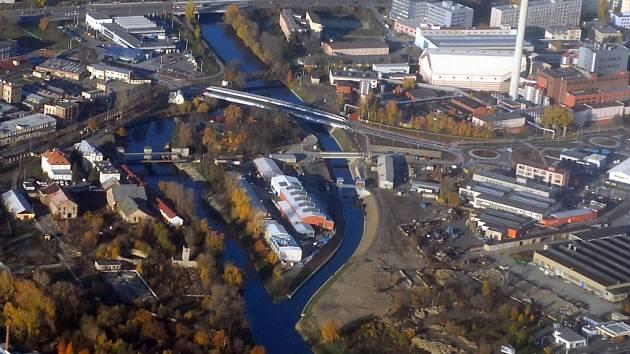 Protipovodňový kanál učinil z tereziánské pevnůstky ostrovní baštu.