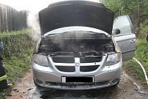 Požár auta ve Slavoníně