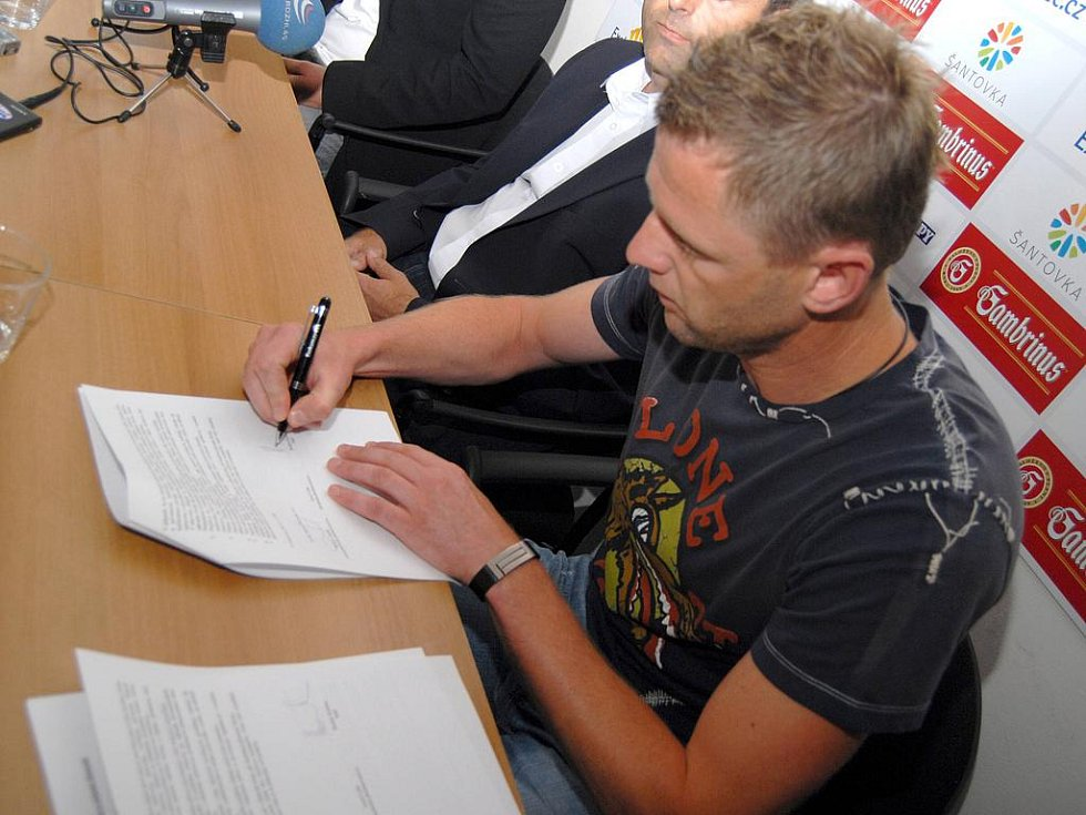 Radim Kučera podepisuje kontrakt s olomouckou Sigmou