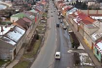 Na frekventované ulici Střední Novosadská v Olomouci není jediný přechod pro chodce