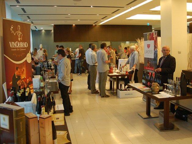 V NH hotelu se podruhé sešli milovníci vína