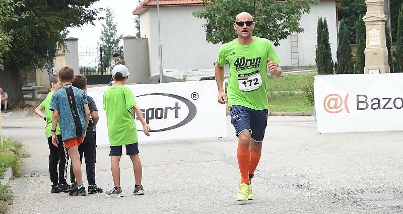 1. ročník běžeckého závodu Dubanský desítka se vydařil. Zúčastnily se stovky běžců v rozličných kategoriích.