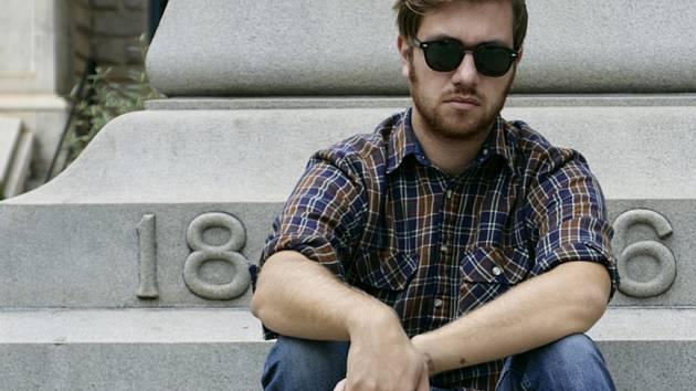 Britský zpěvák a písničkář Bobby Long