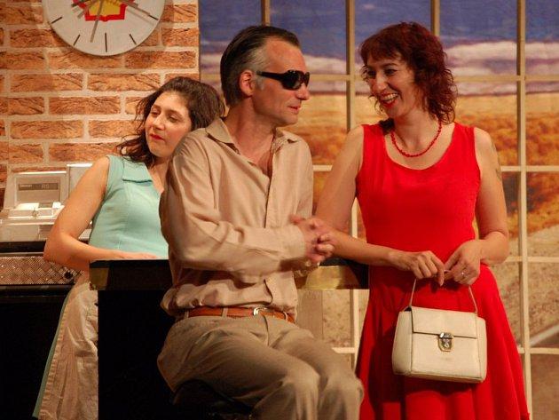 Dejvické divadlo. Zleva Martha Issová, Ivan Trojan a Simona Babčáková. Ilustrační foto