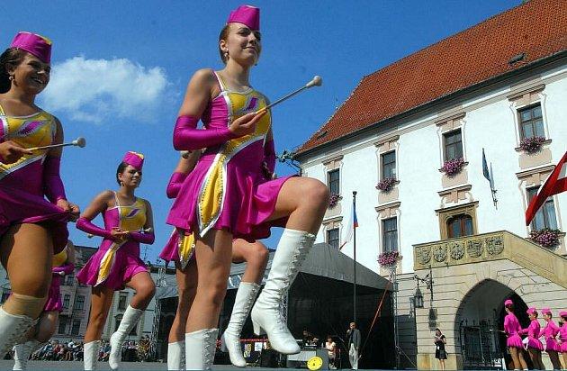 Přehlídka mažoretek na Oslavách maršála Radeckého vOlomouci