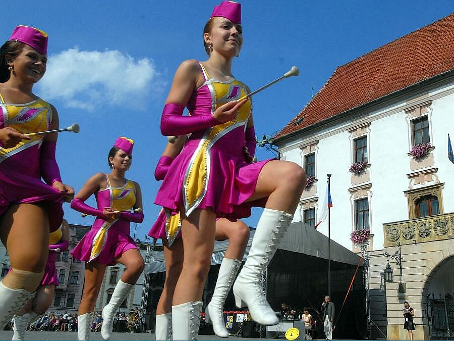 Přehlídka mažoretek na Oslavách maršála Radeckého v Olomouci