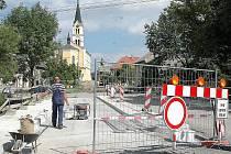 Opravy silnici v centru Náměště. Ilustrační foto