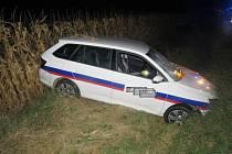 Opilý šofér u Krčmaně proletěl kukuřící