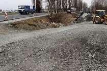 """Příprava provizorního """"bypassu"""" kvůli uzavírce silnice Olomouc - Šternberk u Týnečka"""