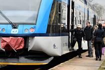 Problémové vystupování z nízkopodlažní jednotky Stadler GTW na trati mezi Olomoucí a Drahanovicemi