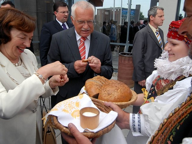 Chlebem a solí přivítali Hanáci prezidentský pár v Olomouci při návštěvě v roce 2007