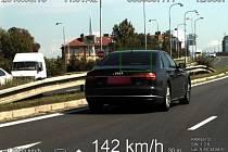 Po Velkomoravské ulici v Olomouci se auto řítilo rychlostí 142 kilometrů v hodině.
