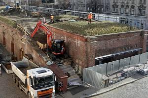 Bagry na střeše barokních tzv. vodních kasáren v centru Olomouce