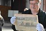 Ve špici olomoucké radnice se ukrývaly fotografie, dopisy, plakáty, mince či knihy z roku 1962