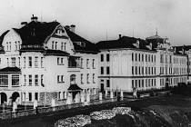 Historická fotografie školy.
