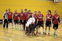 Olomoucký florbalový klub přispěl na sledge hokejisty.