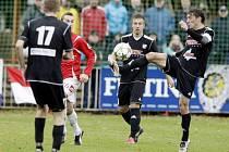 Fotbalisté HFK Olomouc (v černém)