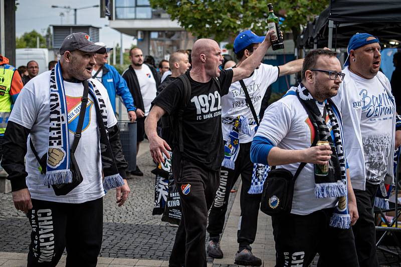 Fanoušci Baníku, 17. října 2021 v Olomouci.