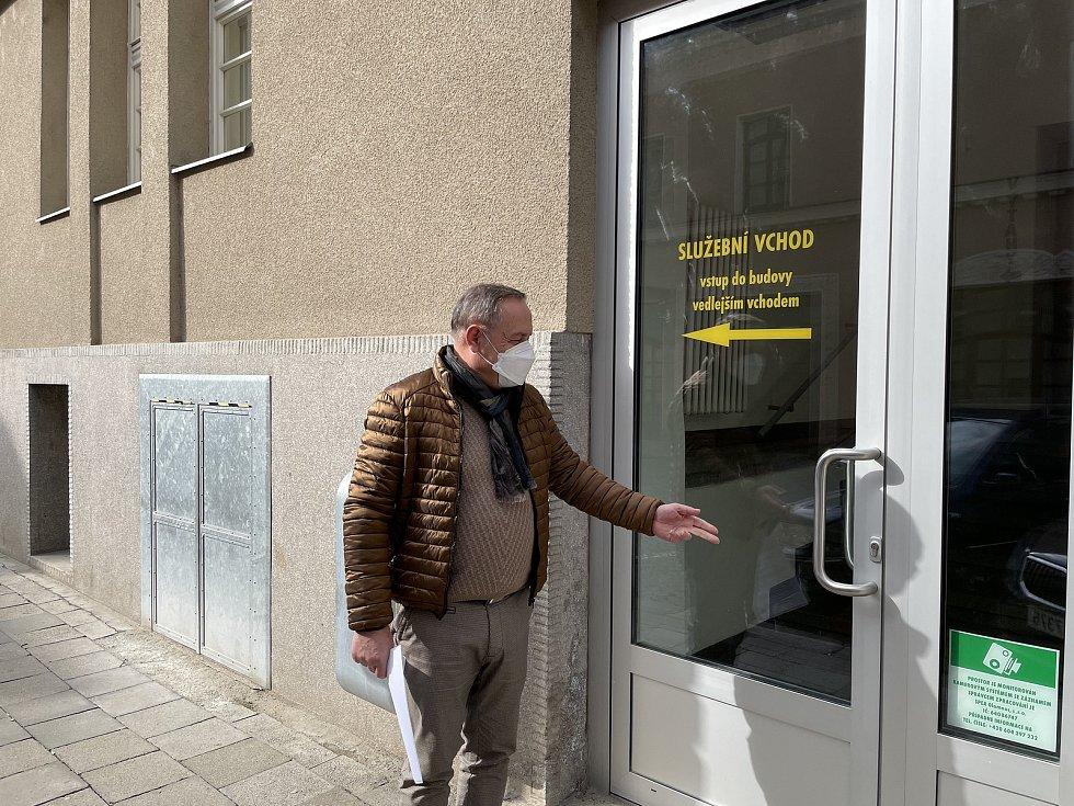 Ředitel SPEA Olomouc Jiří Skutka ukazuje prostory vznikající infekční laboratoře k vyšetření Covid-19 metodou PCR a a Ag testy, 18. března 2021