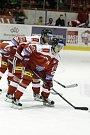 Olomoučtí hokejisté v utkání 11. kola extraligy přivítali Mladou BoleslavJakub Galvas (vepředu), Lukáš Galvas (vzadu)