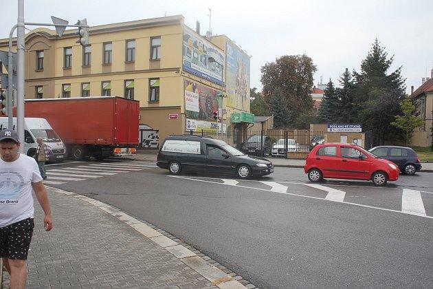 Na křižovatce u Kostela  sv. Jana Nepomuckého nefungují semafory.