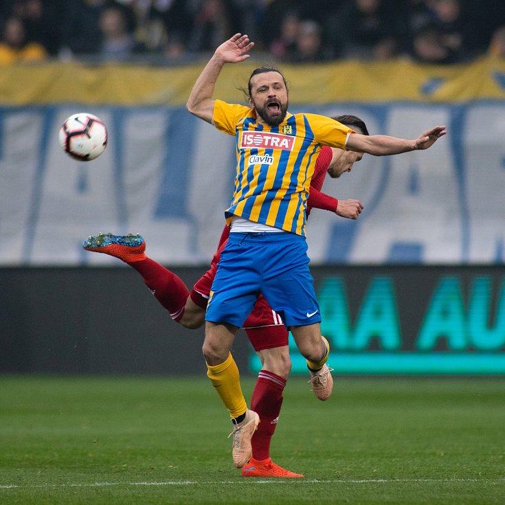 SFC Opava proti Sigmě Olomouc. Pavel Zavadil (SFC Opava).