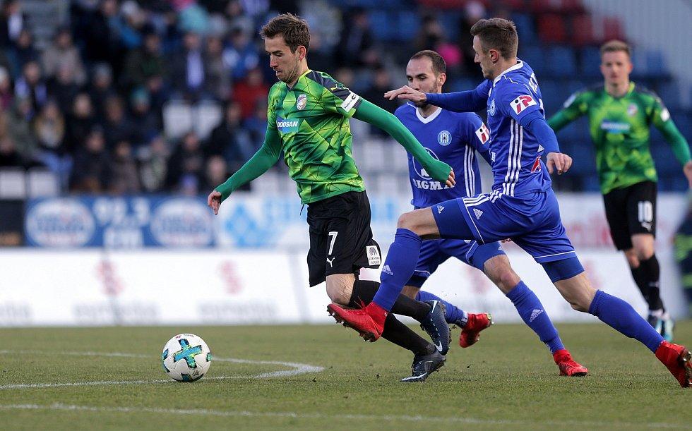 Tomáš Hořava u míče