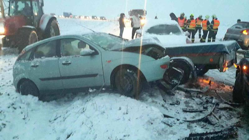 Při nehodě čtyř osobáků v Troubkách na Přerovsku se nikdo nezranil