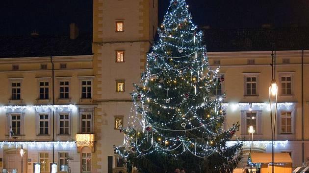 Vánoční strom na náměstí v Litovli