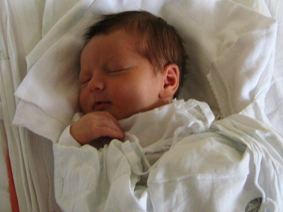 Adam Angelov, narozen 21.3., váha 3850 g, míra 52 cm, Olomouc.