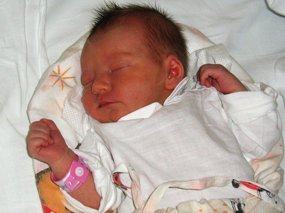 Matylda Roupcová, narozena 22.3., váha 2920 g, míra 48 cm, Olomouc – Holice.