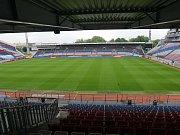 Andrův stadion v pohledu z modernizované západní tribuny