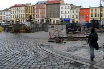 Jihozápadní část Dolního náměstí by měl být do konce září zprovozněna